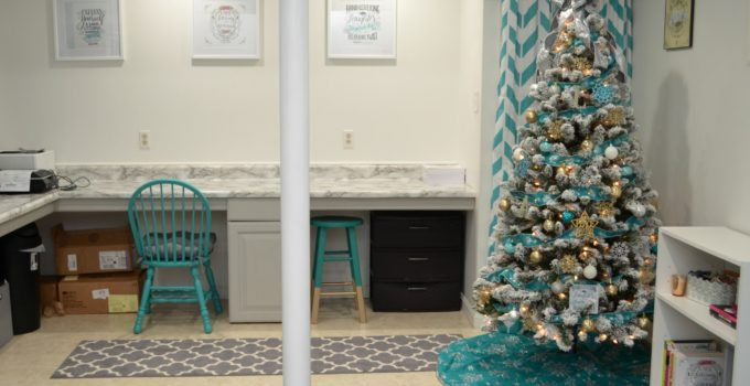 Decorating a Gorgeous Christmas Tree on a Budget